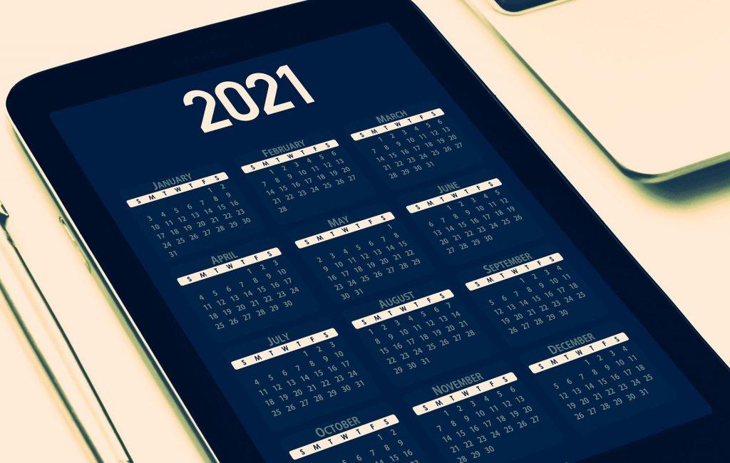 Une tablette avec calendrier 2021